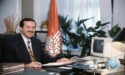 1994 yerel seçimlerinde elde ettiği %25,19'luk oy oranı ile İstanbul büyükşehir belediye başkanı seçildi.