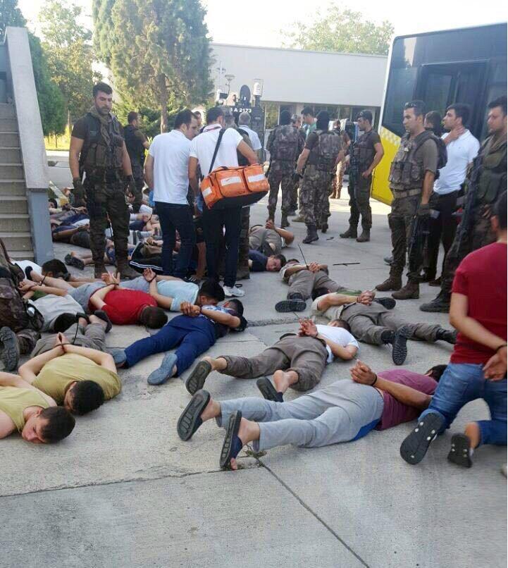 Çatışmada ölü ya da yaralı olmayan olayın sonunda 11 asker gözaltına alındı.