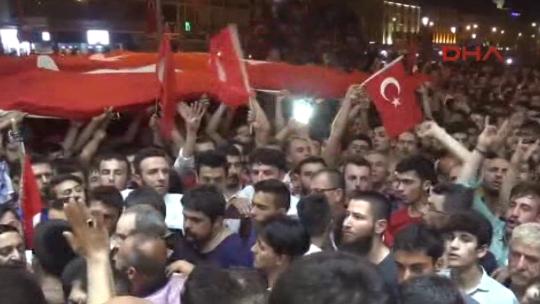 Konyalılar darbeye karşı tek ses, tek yürek!