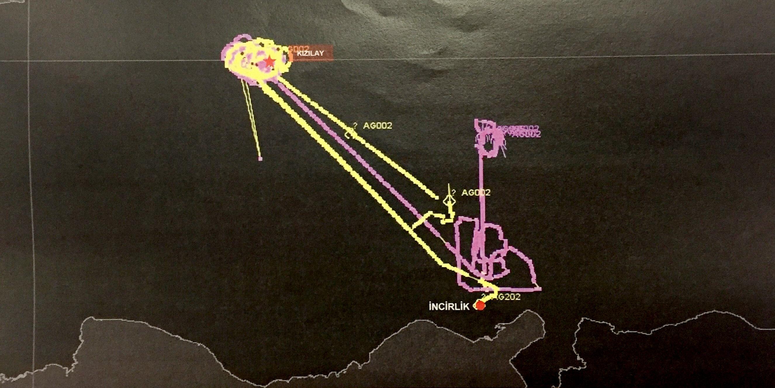 Radar izlerine göre, darbe girişimi gecesi İncirlik üzerinde de yoğun bir hava trafiği tespit ediliyor. Buradan kalkan tanker uçaklar, darbecilerin kullandığı savaş uçaklarına yakıt ikmali yaptıkları tespit edilmişti.