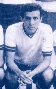 Erok Spor Kulübü'nde başladığı futbol hayatına amatör ligde Camialtı Spor Kulübünde devam etti.