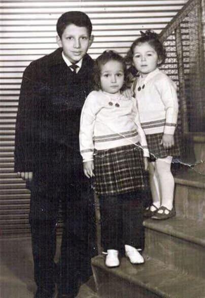 4 kardeş olan Erdoğan'ın babası Ahmet Erdoğan, annesi Tenzile Erdoğan'dır.