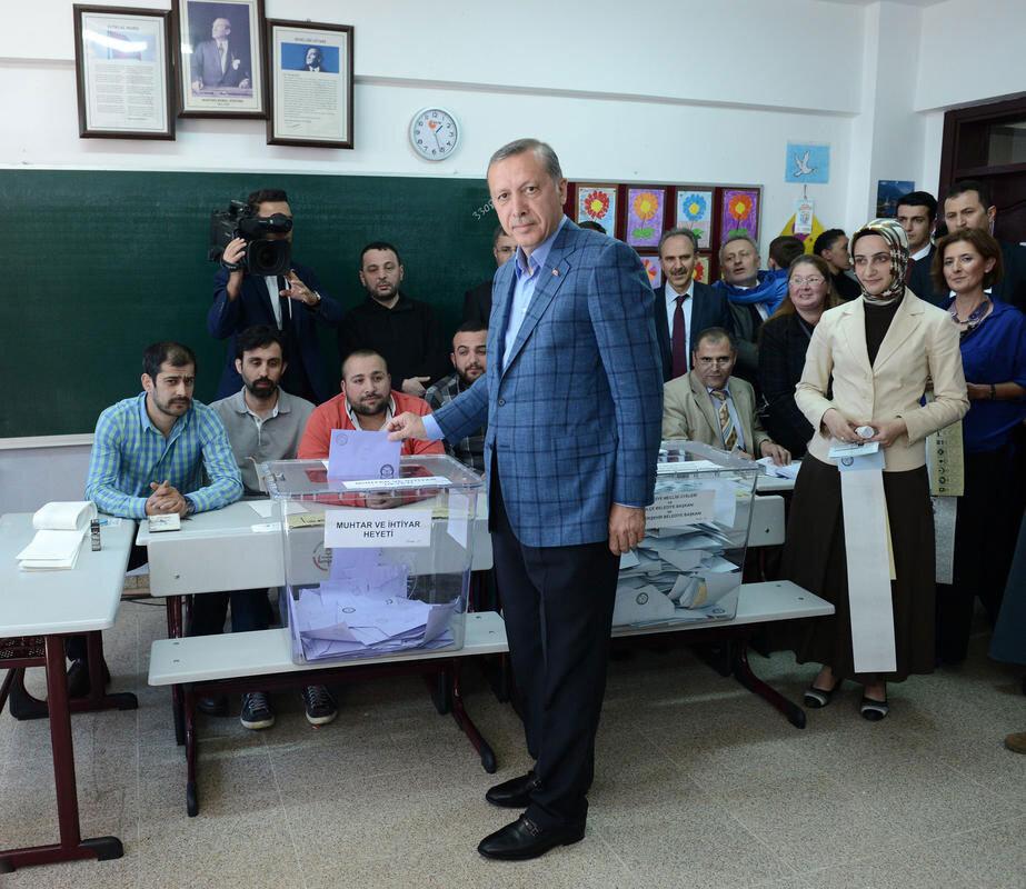 Recep Tayyip Erdoğan, 12 Haziran 2011 seçimlerinden de daha büyük bir zaferle çıktı ve % 49.8 oy alarak 61. Hükümeti kurdu.