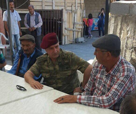 Genelkurmay Özel Kuvvetler Komutanı Korgeneral Zekai Aksakallı, kahraman şehidin ailesini ziyaret etti.
