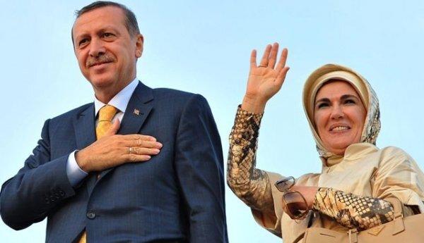 Erdoğan, 04 Temmuz 1978'de Emine Gülbaran'la evlendi.
