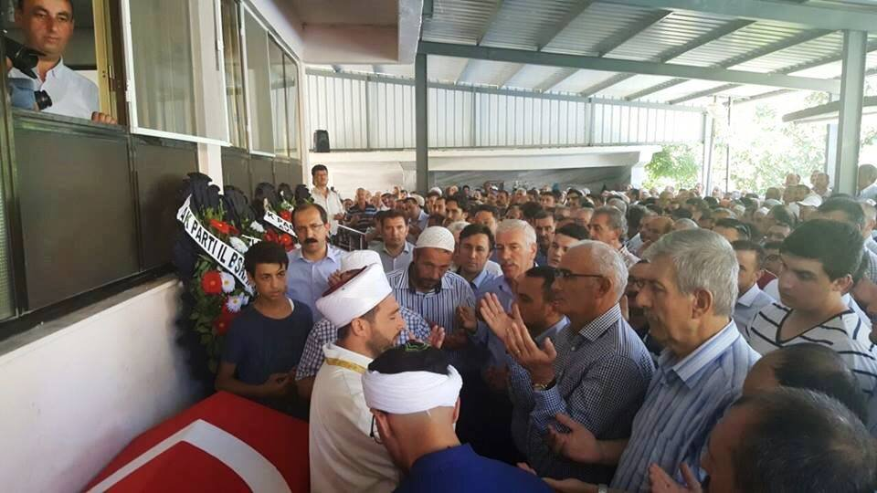 FETÖ'cü hainlerin darbe girişimi sırasında İstanbul'da çıkan olaylarda bulunduğu otomobilin üzerinden tankın geçmesi sonucu şehit olan 38 yaşındaki Muhammet Ali Aksu, memleketi Samsun'un Alaçam İlçesi'nde son yolculuğuna uğurlandı.