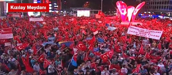 Kızılay'da demokrasi nöbetleri