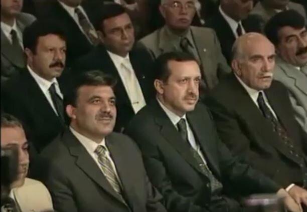 14 Ağustos 2001'de kurulan Adalet ve Kalkınma Partisi'nin kurucuları arasında yer aldı ve partinin genel başkanlığına seçildi.