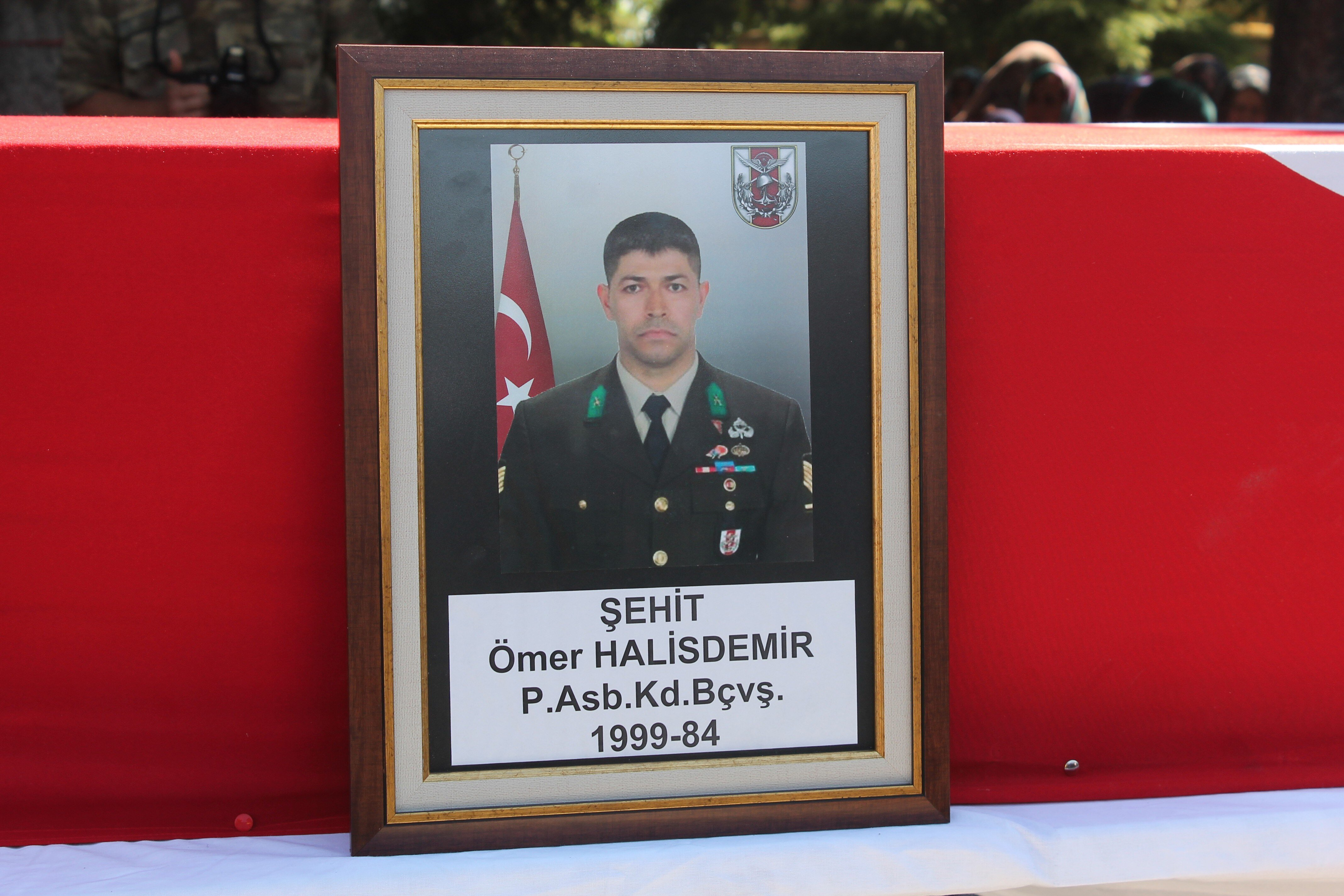 Ömer Halisdemir'in cenazesi gözyaşları arasında toprağa verildi.