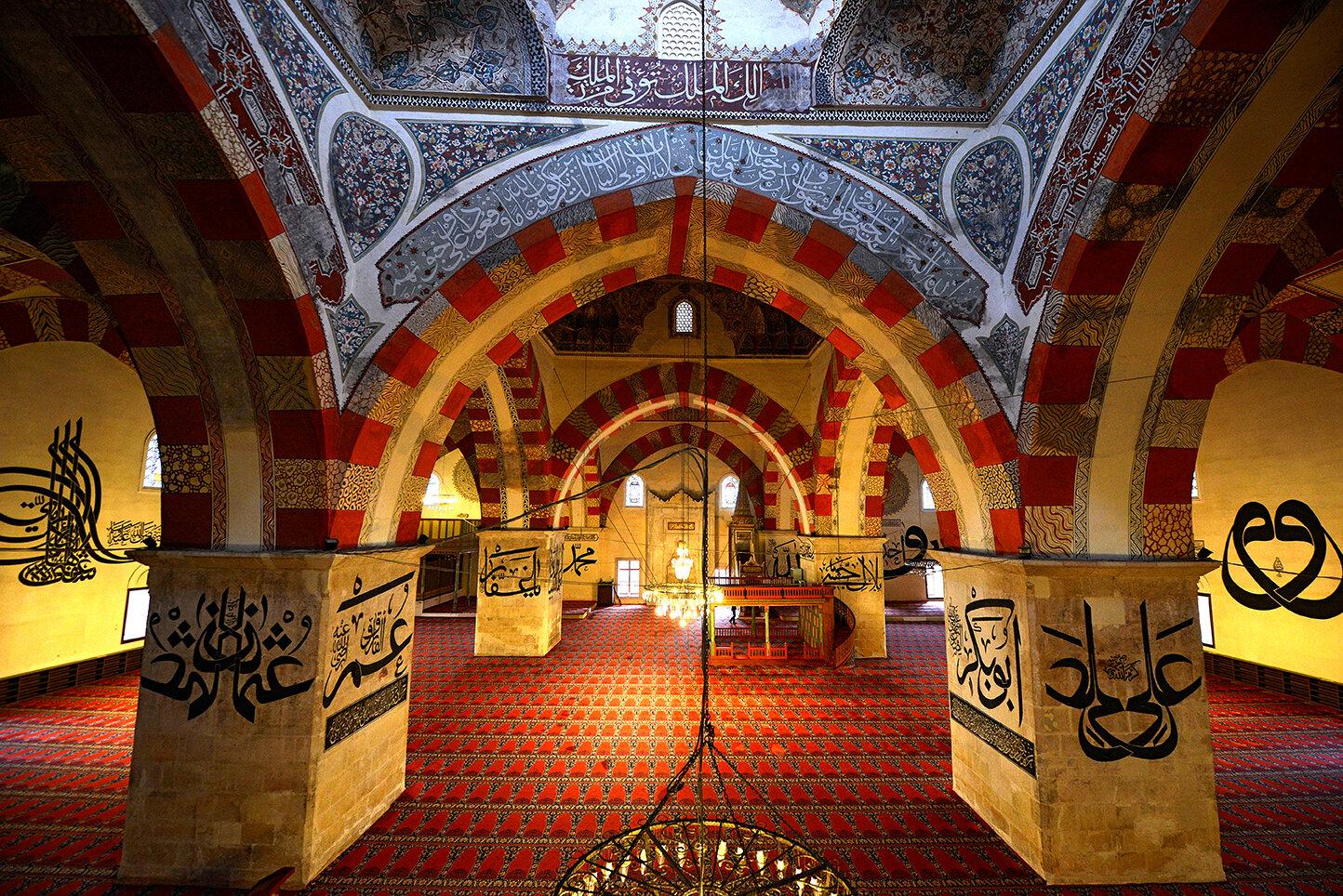 Ayrıca gittiği ve fotoğraflarını çektiği 118 Ulu Cami'nin fotoğraflarını da bir albümde toplayarak şehit düşmeden bir ay önce yayınlamıştı. (Edirne Eski Cami)